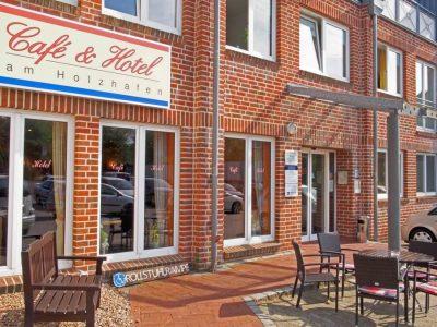 Eingangsbereich Café und Hotel am Holzhafen, Terrasse